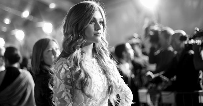 VÍDEO: Entrevista da Kat no Red Carpet do People's Choice Awards