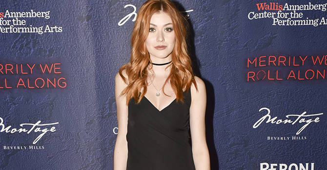 "GALERIA: Kat McNamara comparece à abertura do musical ""Merrily We Roll Along""."