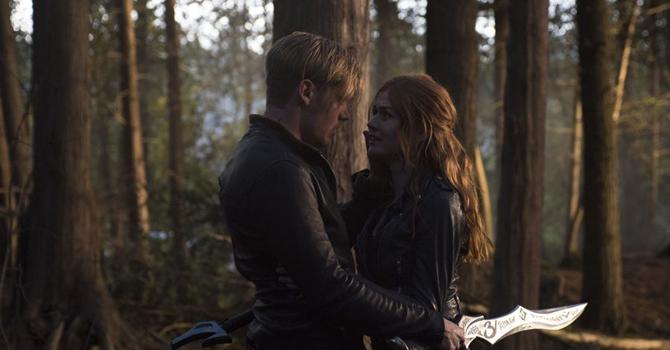 ENTREVISTA: Kat McNamara fala sobre a decisão chocante de Clary ao EW